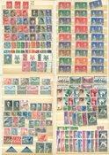 Monde Entier - Classeur A5 avec des timbres neufs sans et avec ch.