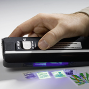 Portable Double-UV lamp: determine fluorescence and phosphor, from Lighthouse