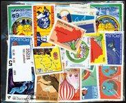 100张不同国家地图的邮票