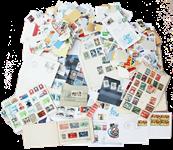 Rodekasse med forskelligt indhold af frimærker