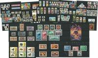 50 cartoncini con francobolli di 50 paesi